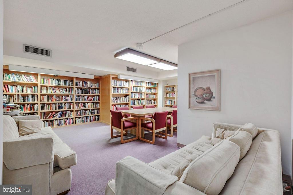 COMMUNITY LIBRARY AND PARTY ROOM! - 1808 OLD MEADOW RD #1403, MCLEAN