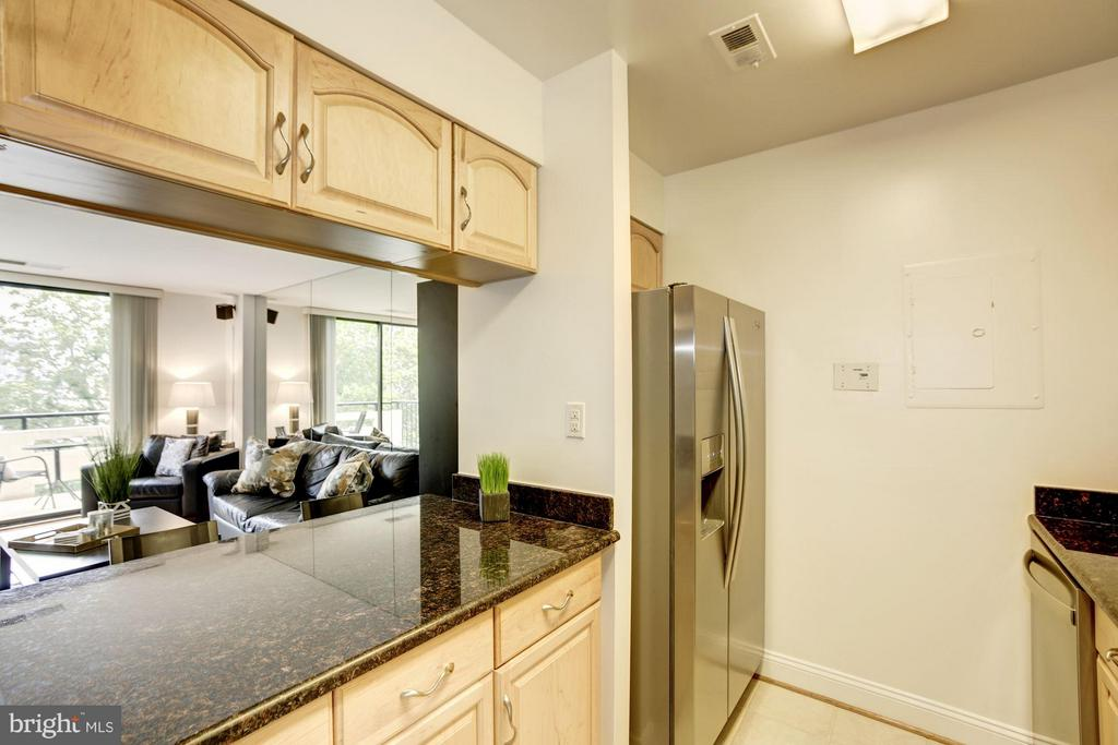 KITCHEN FEATURES OPEN PASS THROUGH TO LIVING ROOM! - 1808 OLD MEADOW RD #1403, MCLEAN