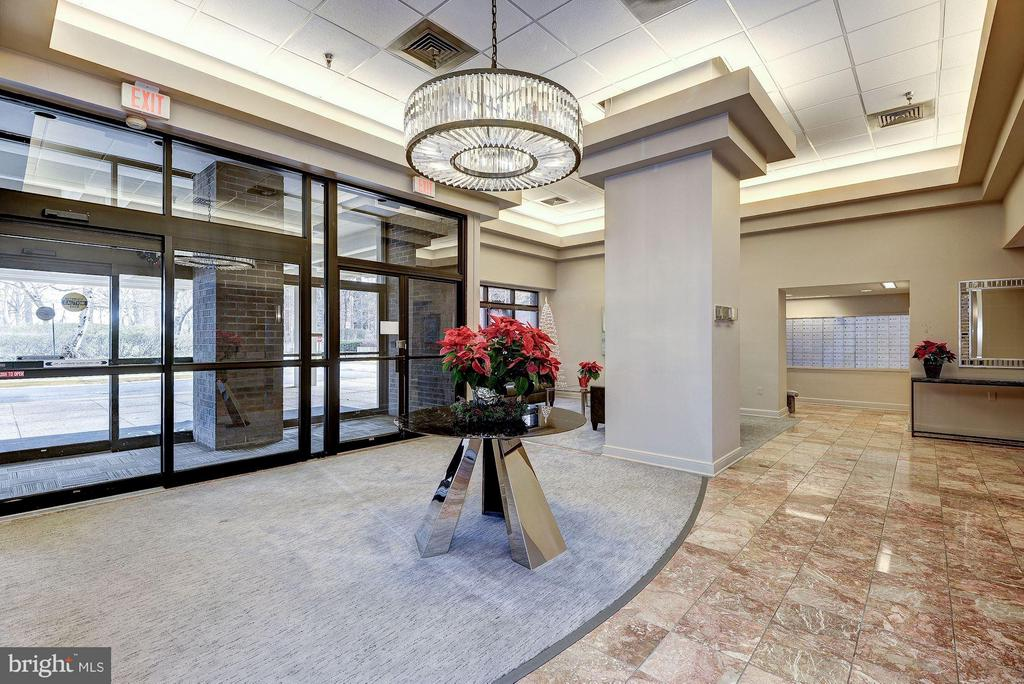 TRENDY LOBBY MAKES A GREAT FIRST IMPRESSION! - 1808 OLD MEADOW RD #1403, MCLEAN