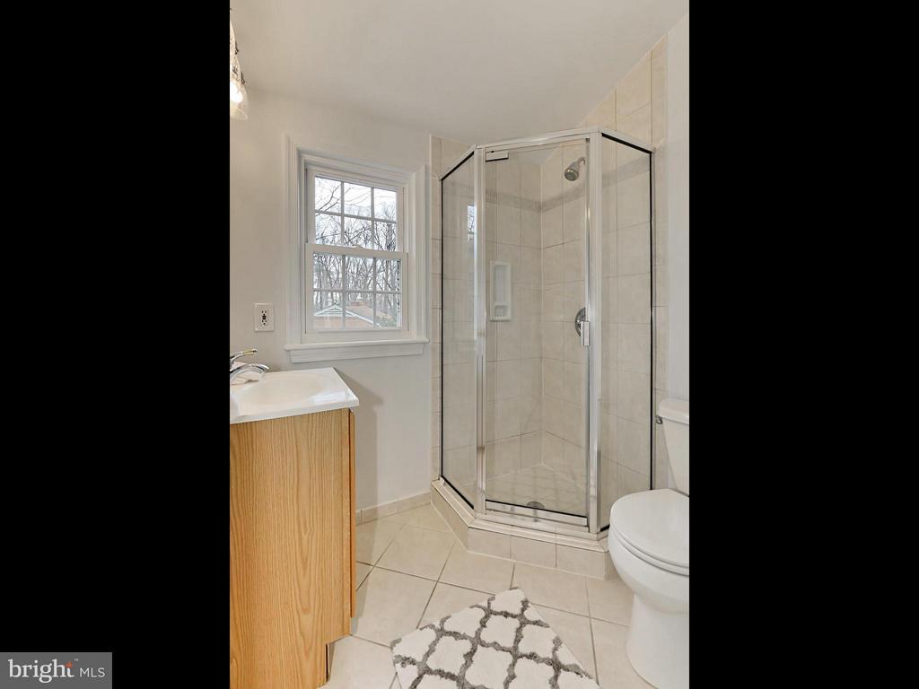 Bath (Master) - 5005 NINIAN CT, ALEXANDRIA