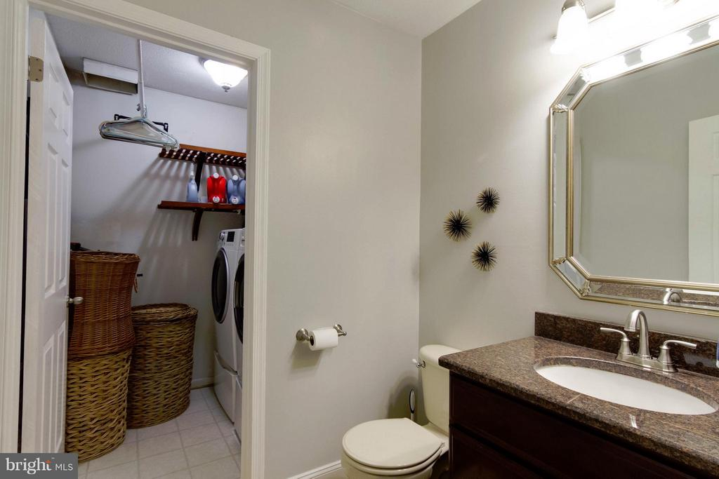 Powder Room and Laundry Room - 4719 HOPKINS DR, DUMFRIES