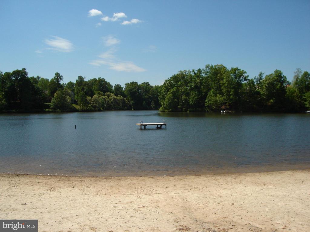 Montclair Lake - 4719 HOPKINS DR, DUMFRIES