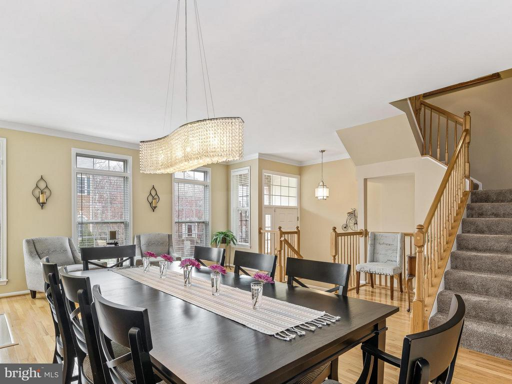 Glitzy chandelier - 5637 GOVERNORS POND CIR, ALEXANDRIA