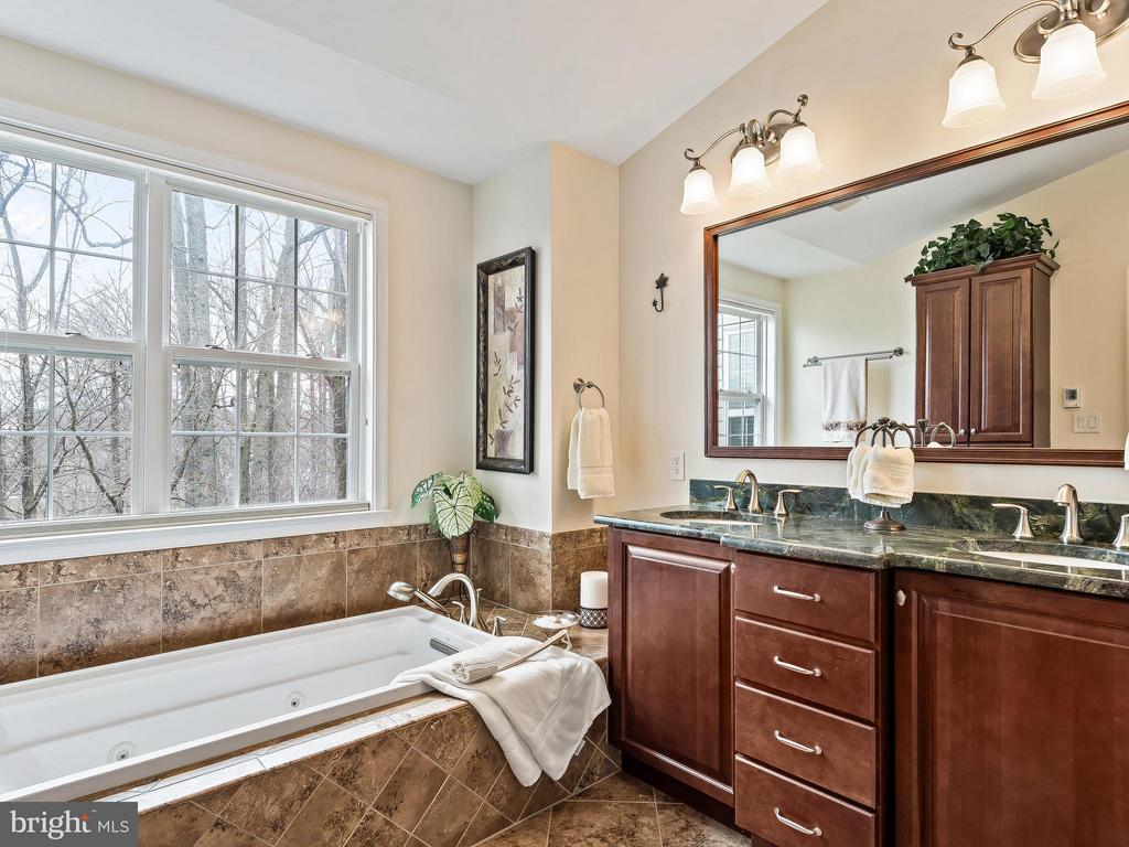 Heated floors will warm you up - 5637 GOVERNORS POND CIR, ALEXANDRIA