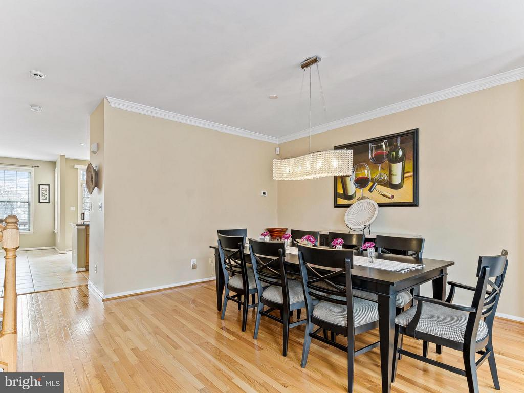 Hardwoods in dining and living room - 5637 GOVERNORS POND CIR, ALEXANDRIA