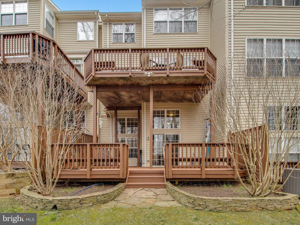 Double-decks - 5637 GOVERNORS POND CIR, ALEXANDRIA