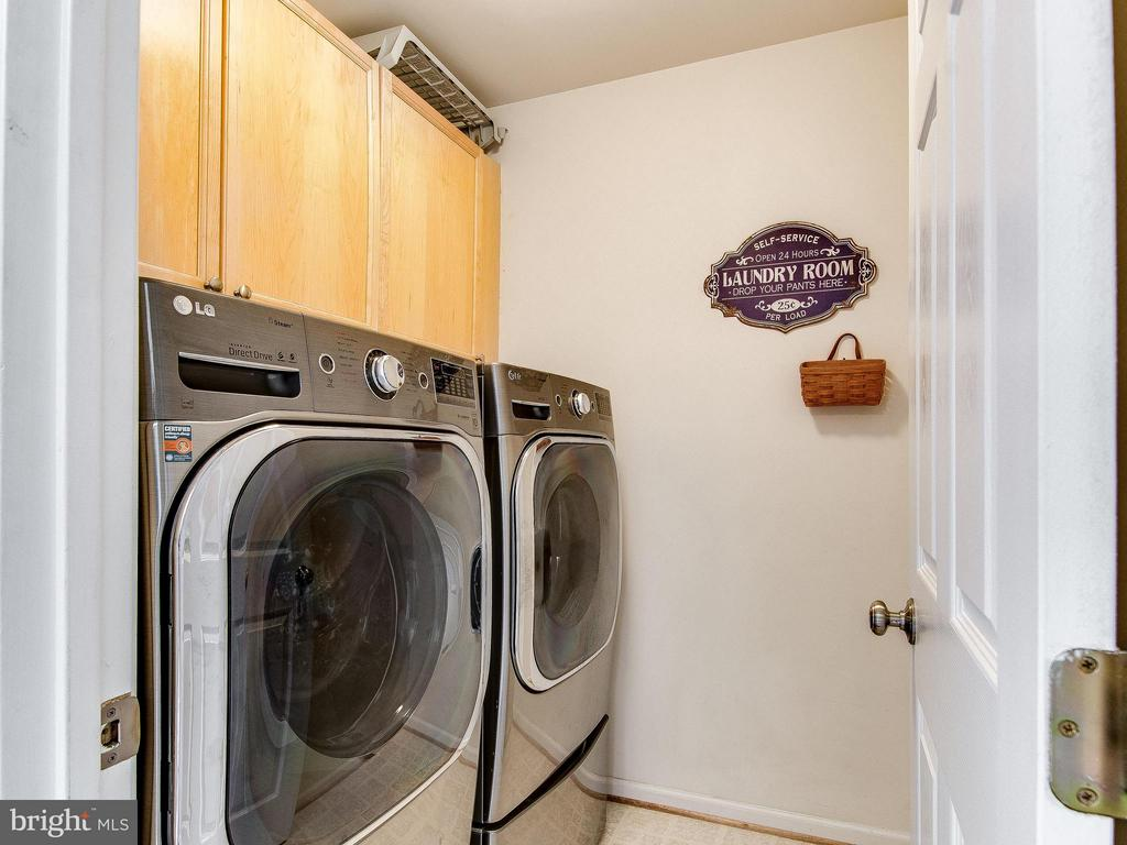 Full laundry room on upper level - 5637 GOVERNORS POND CIR, ALEXANDRIA