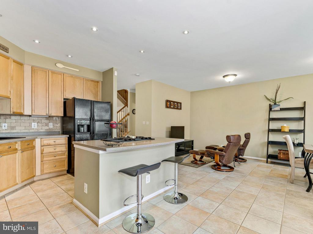 iPlenty of counter space - 5637 GOVERNORS POND CIR, ALEXANDRIA