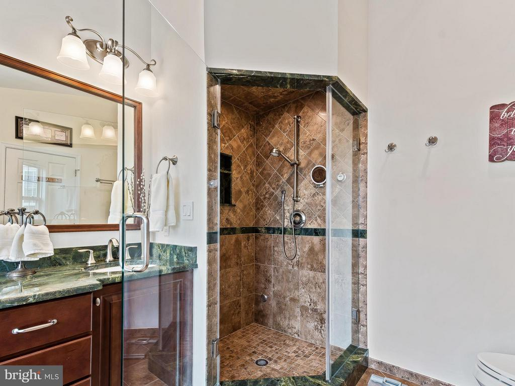 Steam shower-your own spa! - 5637 GOVERNORS POND CIR, ALEXANDRIA