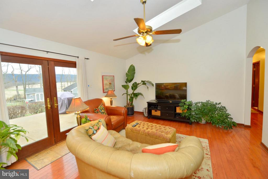 Family Room with Skylights and Views - 450 DEER MOUNTAIN DR, HARPERS FERRY