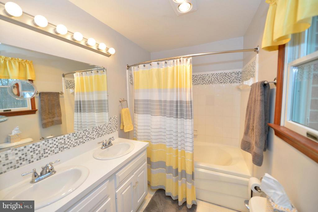 Bath (Master) - 450 DEER MOUNTAIN DR, HARPERS FERRY