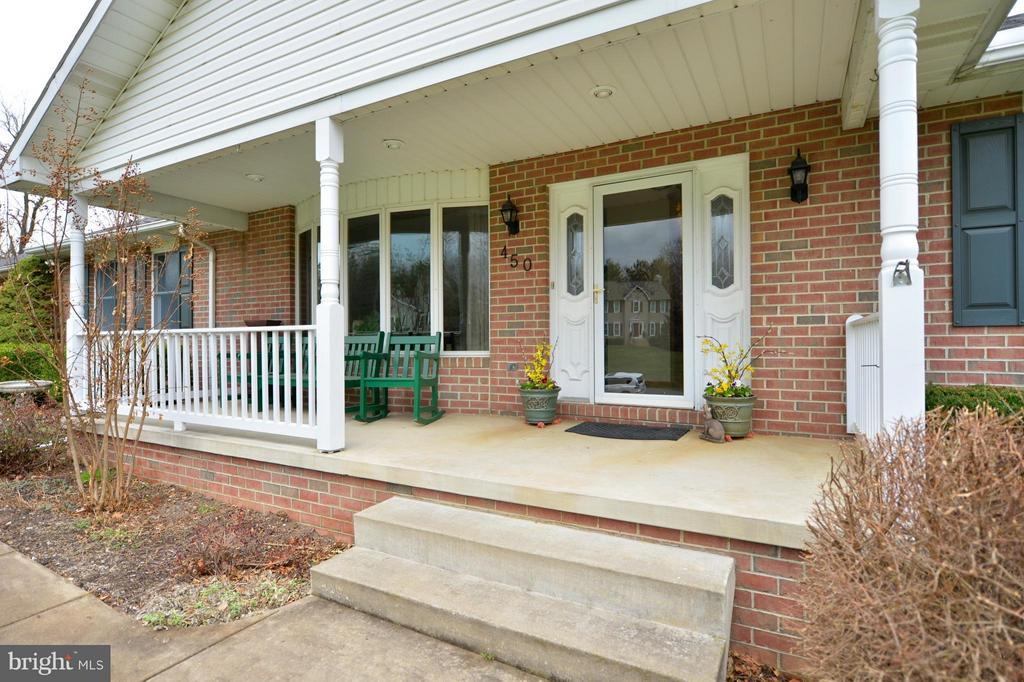 Charming Front Porch - 450 DEER MOUNTAIN DR, HARPERS FERRY
