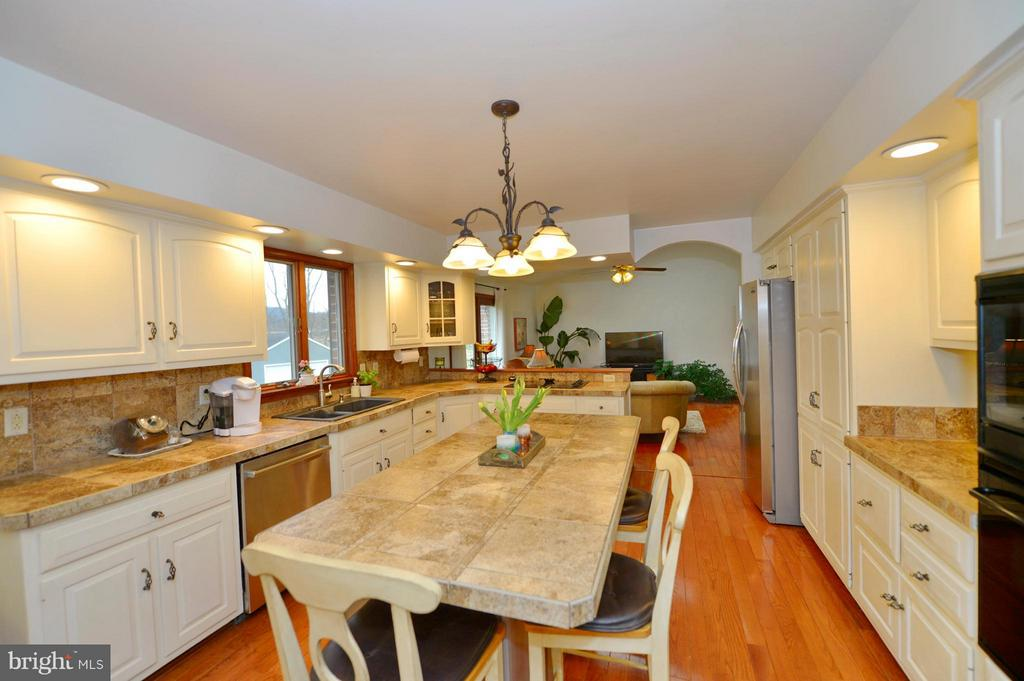 Kitchen View to Family Room - 450 DEER MOUNTAIN DR, HARPERS FERRY