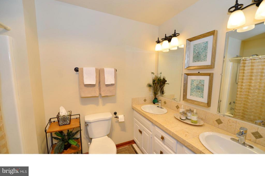 Main Level Hall Bath - 450 DEER MOUNTAIN DR, HARPERS FERRY