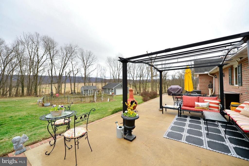 Expansive Patio with Magnificent Mountain Views - 450 DEER MOUNTAIN DR, HARPERS FERRY
