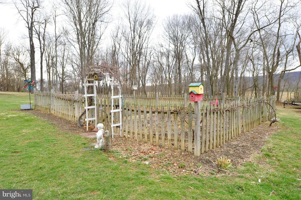 Fenced Vegetable Garden - 450 DEER MOUNTAIN DR, HARPERS FERRY