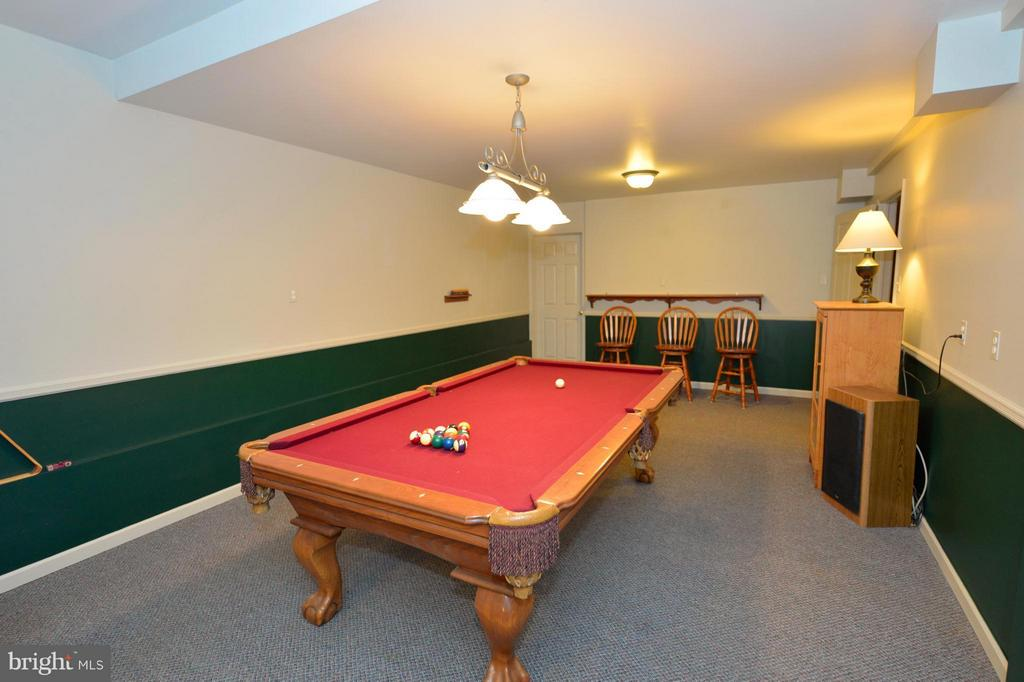 Billiard Room - Table Conveys - 450 DEER MOUNTAIN DR, HARPERS FERRY
