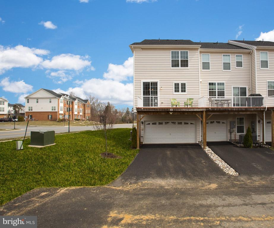 VIEW OF REAR DECK + 2 CAR GARAGE - 23141 FLORA MURE DR, ASHBURN