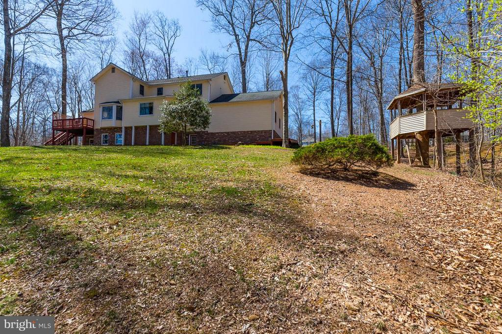Play in the custom, matching treehouse! - 11079 OVERRUN DR, MANASSAS