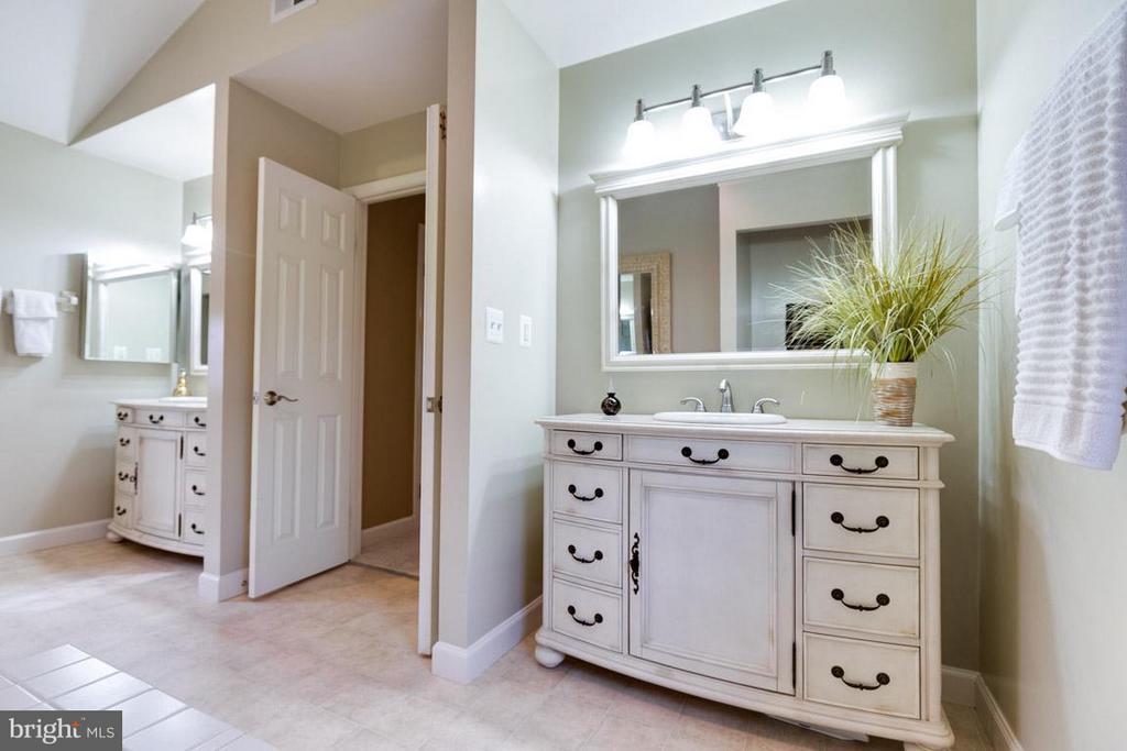 Separate vanities ensure all have their own space. - 11079 OVERRUN DR, MANASSAS