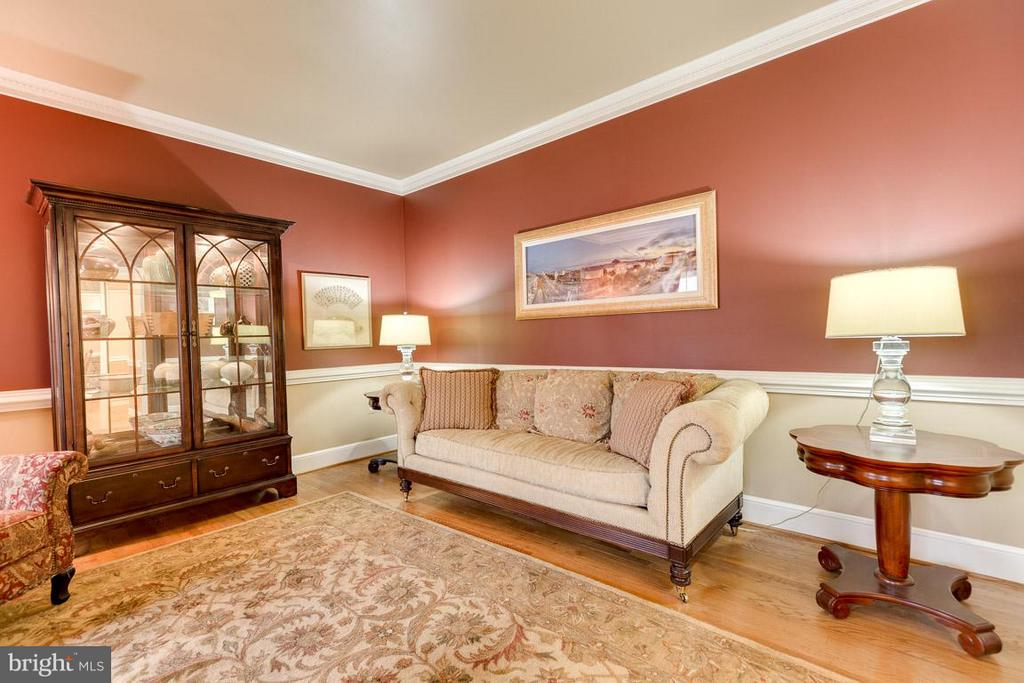 Living Room off foyer is perfect for conversation - 11079 OVERRUN DR, MANASSAS
