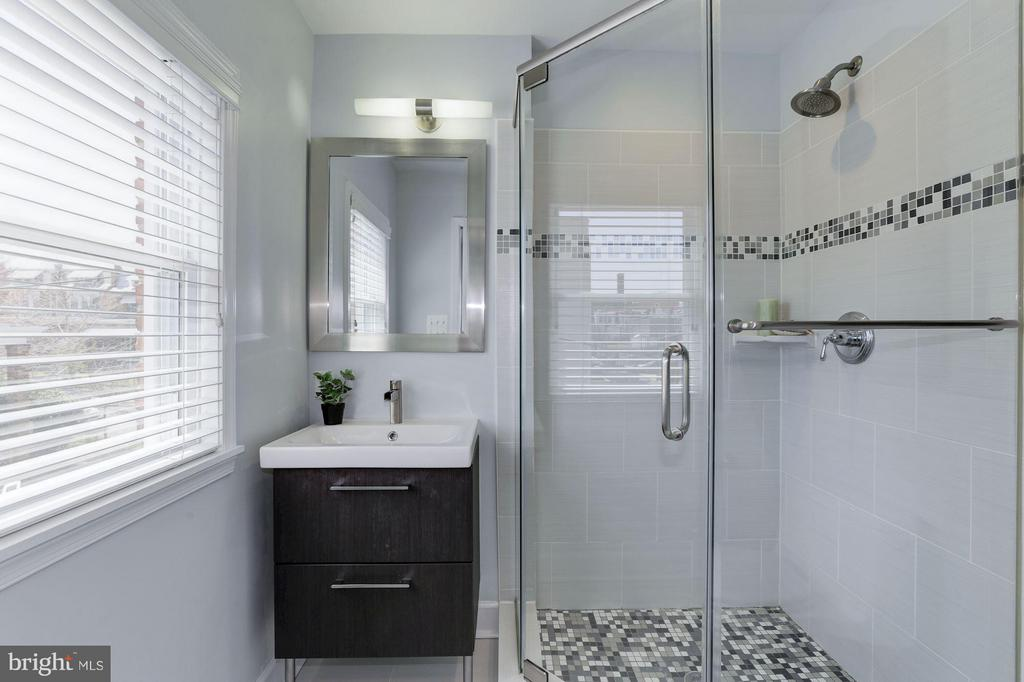 Master Bathroom #1 - 1729 D ST NE, WASHINGTON