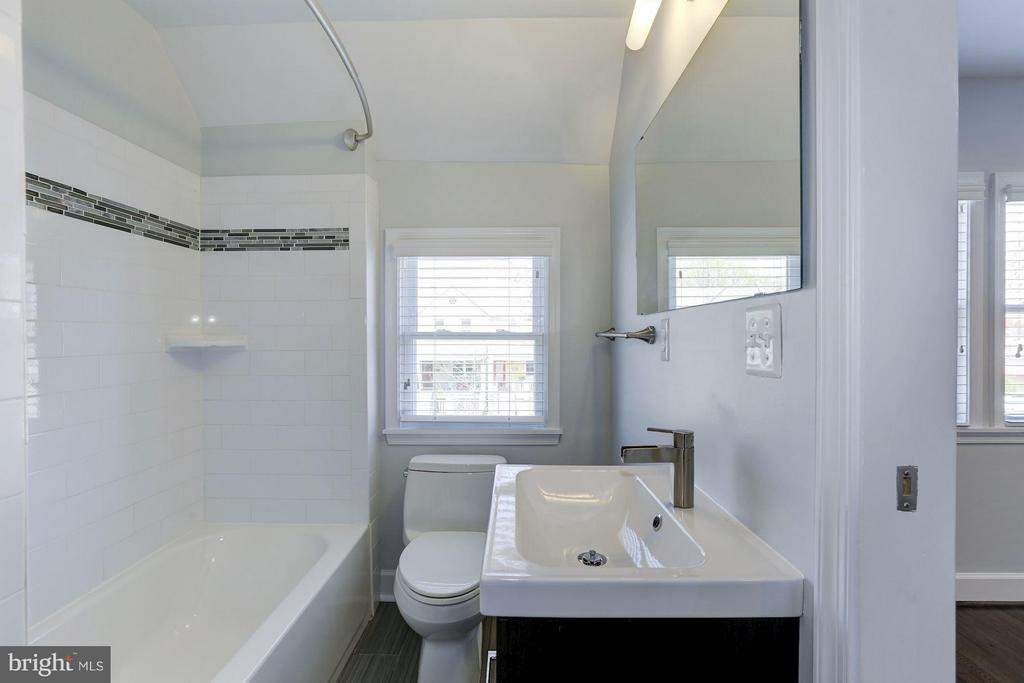 Master Bathroom #2 - 1729 D ST NE, WASHINGTON