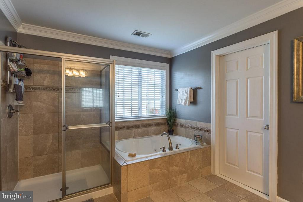 Separate Shower and Soaking Tub - 4116 AGENCY LOOP, TRIANGLE