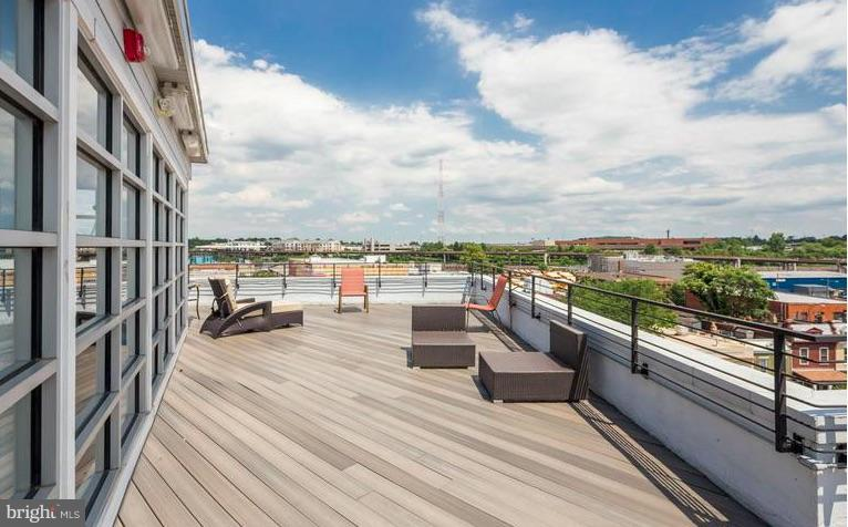 Relax & Entertain in the Sun with Great Views - 329 RHODE ISLAND AVE NE #404, WASHINGTON
