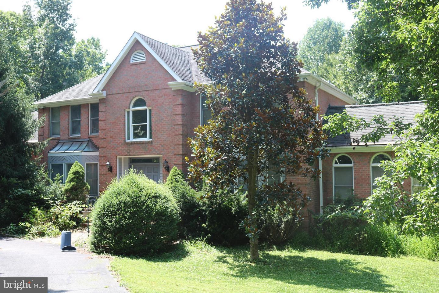 Single Family for Sale at 12840 Dunvegan Dr Clifton, Virginia 20124 United States
