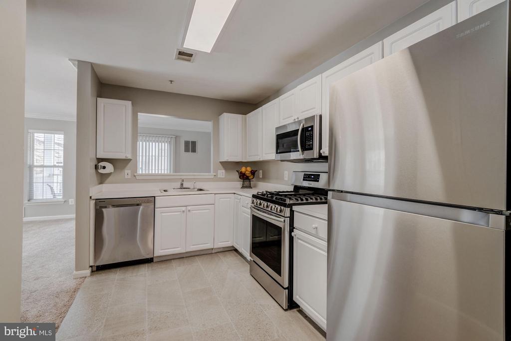 Kitchen (2 of 3) - 12957 BRIDGER DR #1605, GERMANTOWN