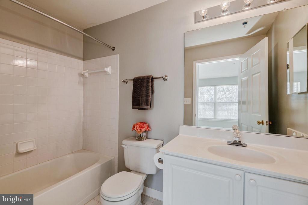 En-Suite Bathroom #2 - 12957 BRIDGER DR #1605, GERMANTOWN
