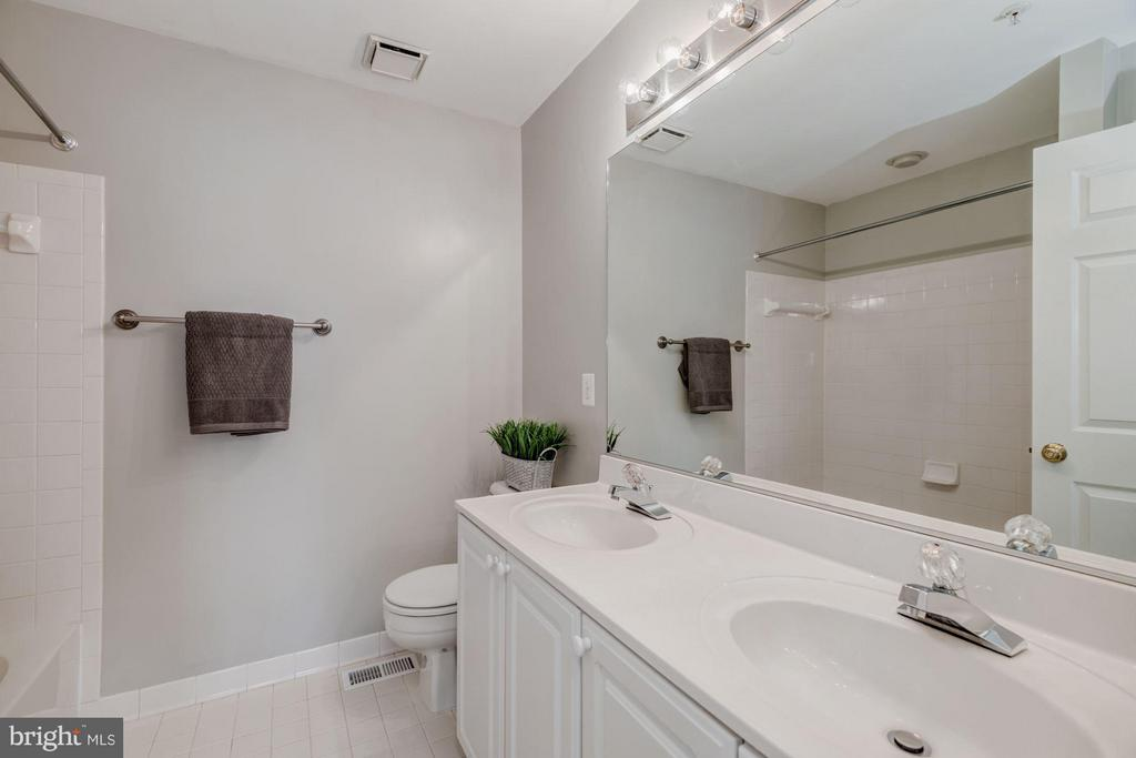 En-Suite Bathroom #1 - 12957 BRIDGER DR #1605, GERMANTOWN