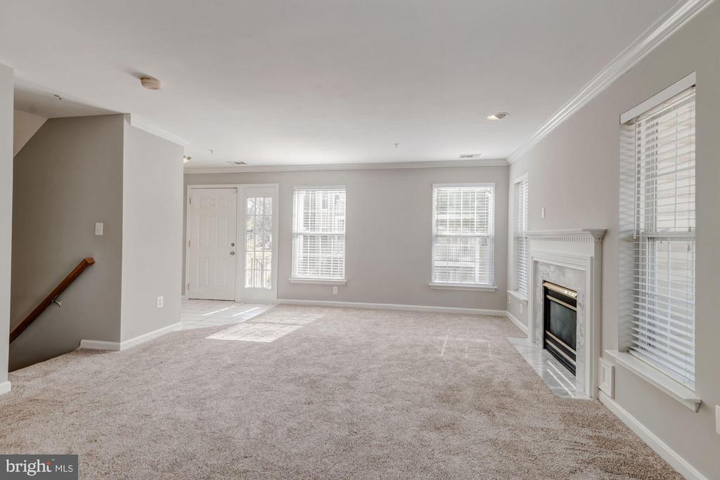 Living Room (3 of 3) - 12957 BRIDGER DR #1605, GERMANTOWN