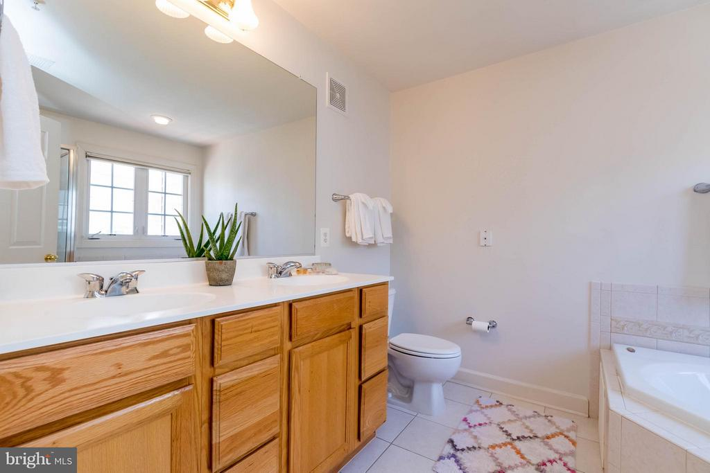 Double Vanities - 9638 PARSON MASSEY PL, LORTON
