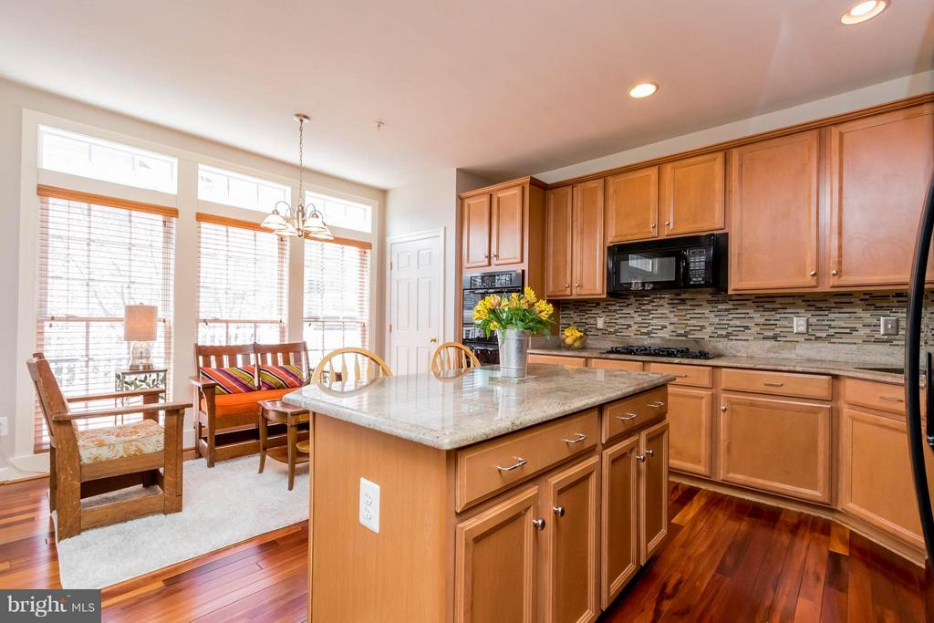 Gorgeous Granite Counters and Island - 9638 PARSON MASSEY PL, LORTON