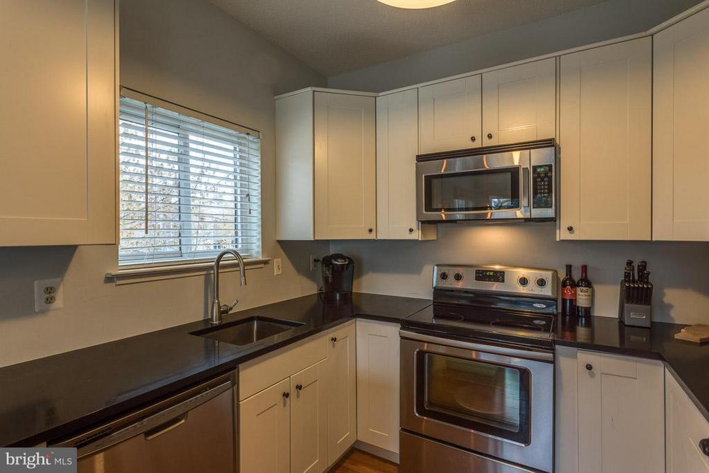 Kitchen, stainless steel appliances - 1903-B VILLARIDGE DR #B, RESTON