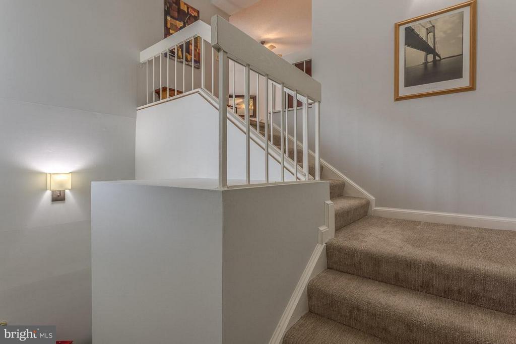 Stairs in foyer - 1903-B VILLARIDGE DR #B, RESTON