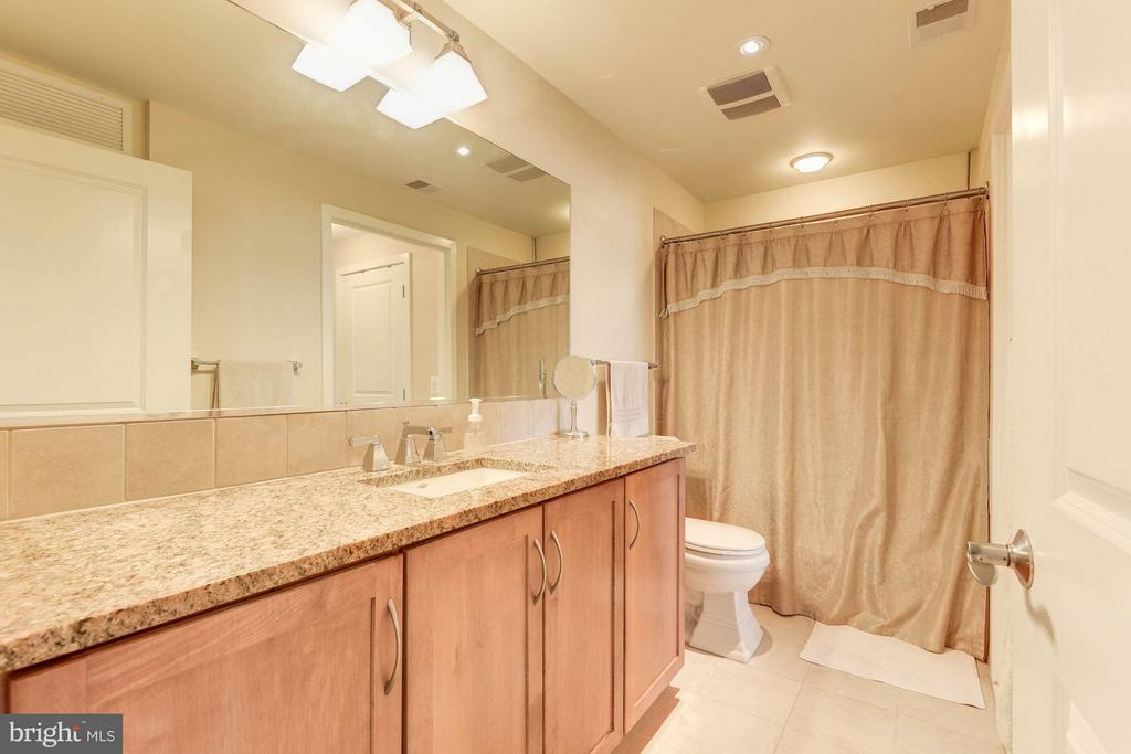 Spacious bathroom - 888 QUINCY ST #1206, ARLINGTON