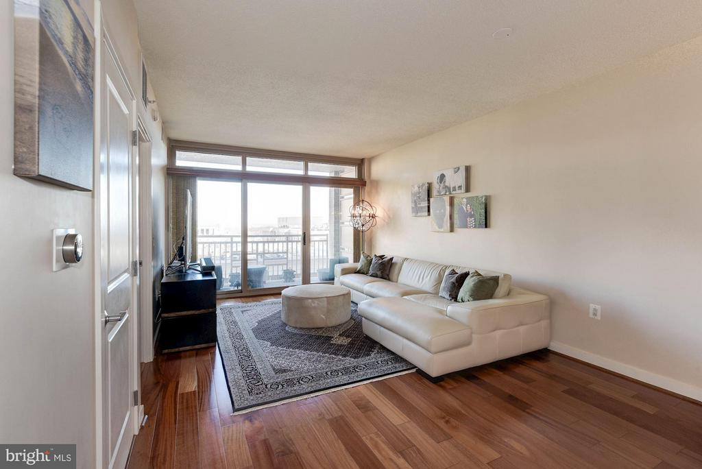 Hardwood floors throughout the living space - 888 QUINCY ST #1206, ARLINGTON