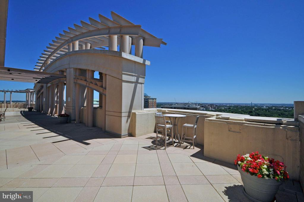 Rooftop deck - 888 QUINCY ST #1206, ARLINGTON