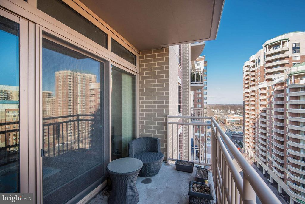 Spacious balcony - 888 QUINCY ST #1206, ARLINGTON