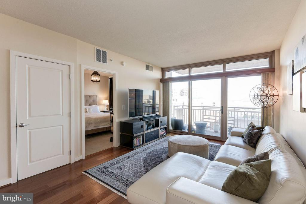 Excellent natural light - 888 QUINCY ST #1206, ARLINGTON
