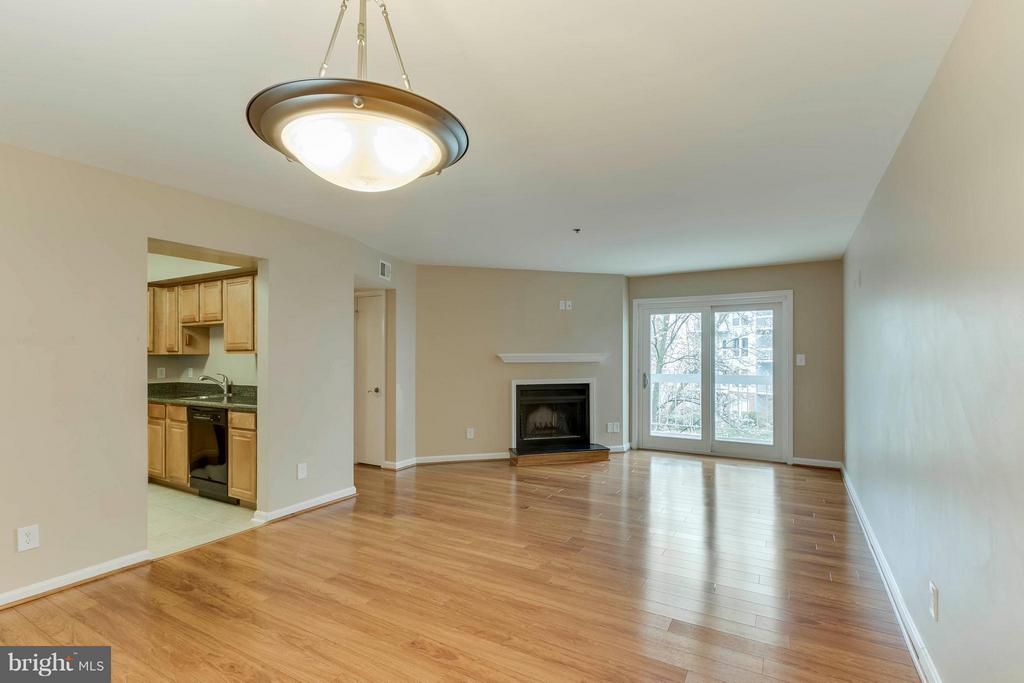 Really big space and so light and bright! - 3179 SUMMIT SQUARE DR #2-D6, OAKTON