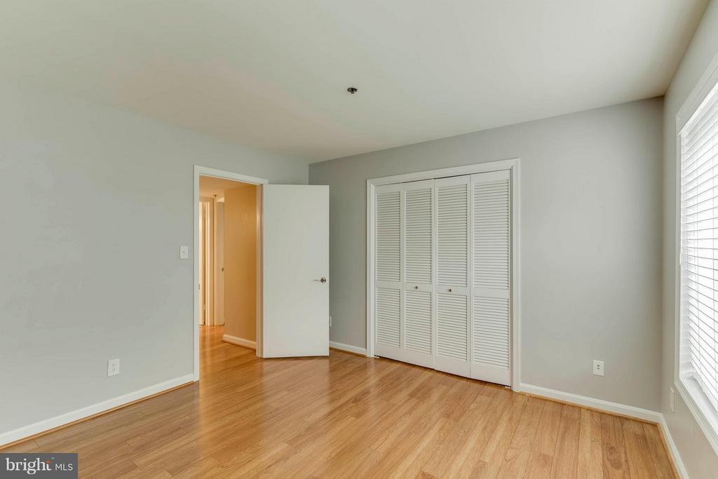Both bedrooms are close the bath! - 3179 SUMMIT SQUARE DR #2-D6, OAKTON