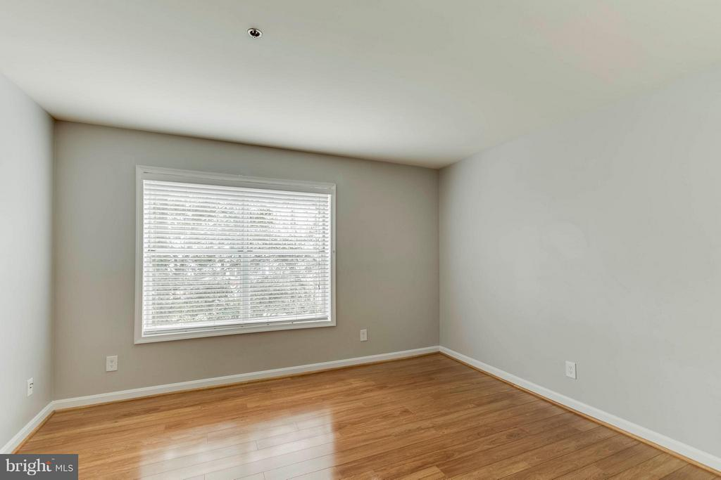 Such a lovely view and so much natural light! - 3179 SUMMIT SQUARE DR #2-D6, OAKTON