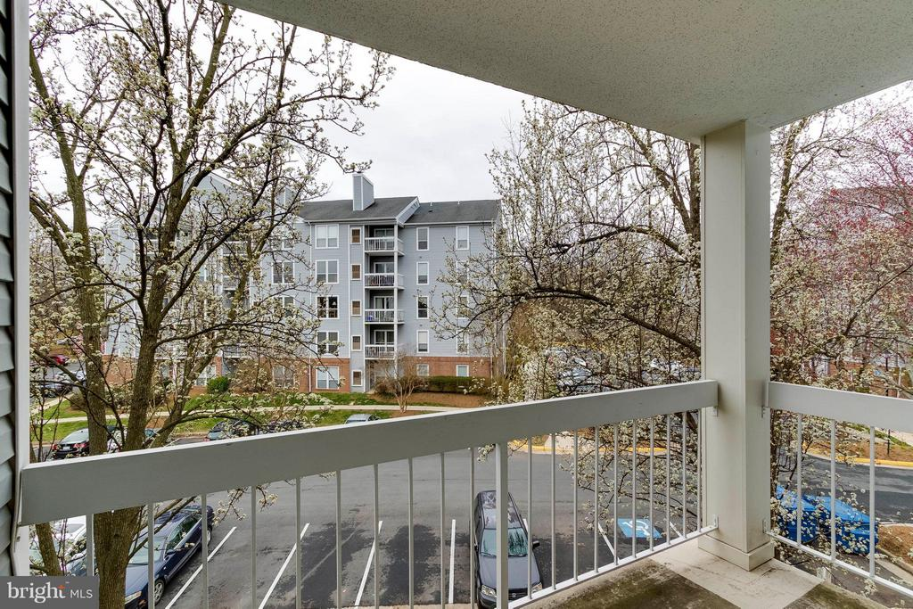 Pretty trees line the view off your covered deck. - 3179 SUMMIT SQUARE DR #2-D6, OAKTON