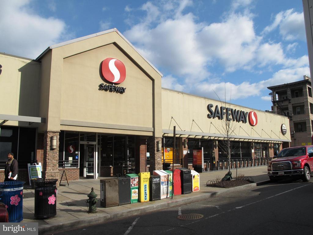 Safeway 0.2 mile away - 1843 MINTWOOD PL NW #110, WASHINGTON