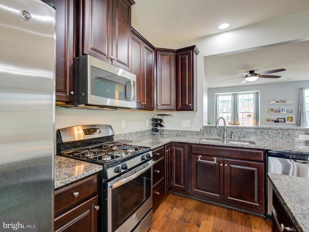 Kitchen - 22856 YELLOW OAK TER, STERLING
