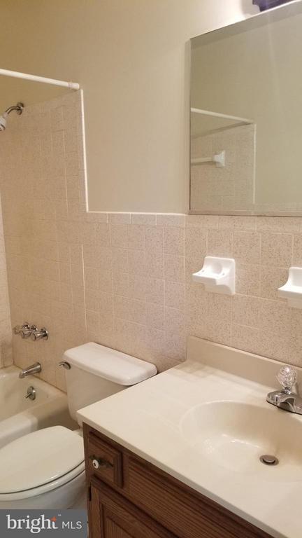 Bath - 32199 OLD PLANK RD, LOCUST GROVE